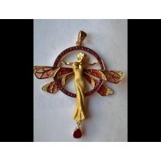 elegantný zlaty prívesok motýlik s damskou postavickou  0003
